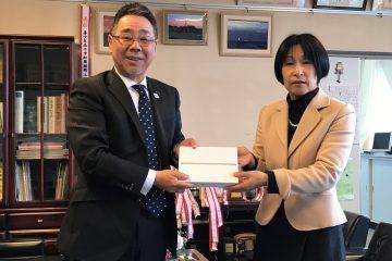 中州小学校へのiPad寄贈式(画像)