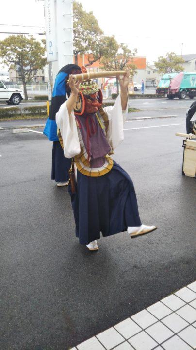 ☆ソフトバンク守山に獅子舞☆(画像)